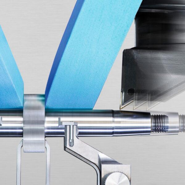 Industriefotografie, HFB-Verfahren mit Schleifen, Drehen und Hartfräsen in einer Aufspannung, Studer Schleifring Steffisburg, Schleifmaschine, Composing; davidschweizer.ch