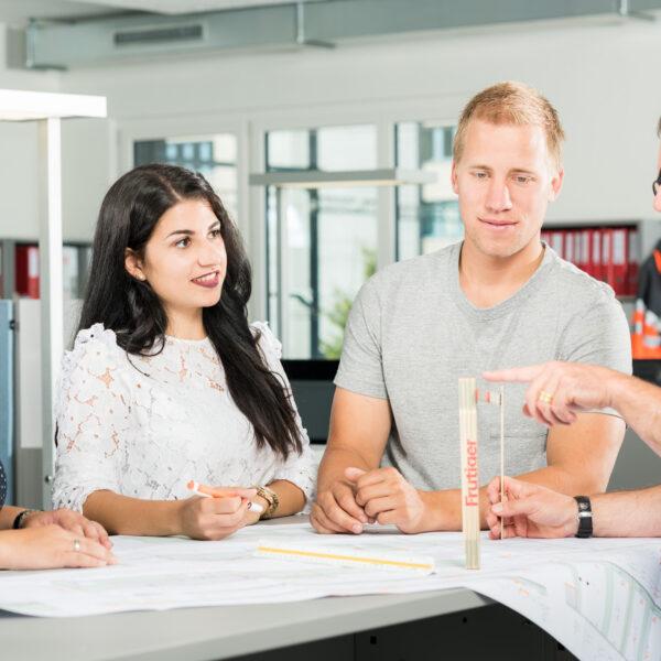 Imagebilder, Corporate Fotografie, Bürofotografie, Menschen bei der Arbeit, Frutiger AG, Peoplefotografie; © davidschweizer.ch
