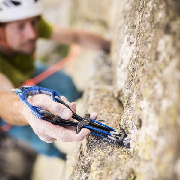 Friend, Grimsel, Klettern, Climbing, Sportfotografie, Outdoorsport, Yannick Glatthard, Silvan Schüpbach, Felsklettern, Route bei der Aare 7c; David Schweizer