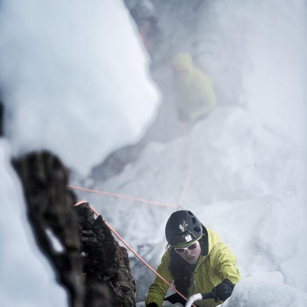 Kandersteg, Eisklettern, Engstligenalp, Outdoorfotografie, Kletterfotograf, Sina Goetz, Lukas Goetz, Winter, Schnee, Nebel, Eis; David Schweizer